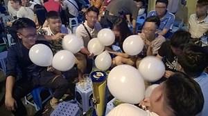 Hà Nội cấm học sinh dùng 'bóng cười'