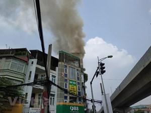 Hà Nội: Đang cháy quán karaoke trên phố Hào Nam
