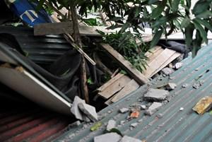 Hà Nội: Đình chỉ công trình xây dựng làm rơi bêtông vào nhà dân