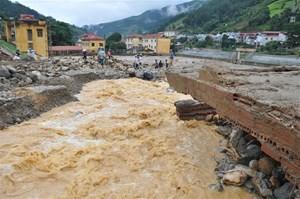 Hà Nội hỗ trợ gần 5 tỷ đồng cho đồng bào bị mưa lũ ở Tây Bắc