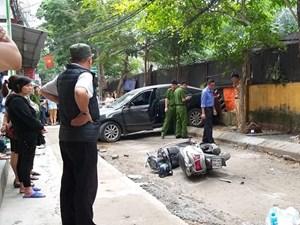 Hà Nội: Lùi xe Camry, nữ tài xế tông chết một phụ nữ đi xe Lead