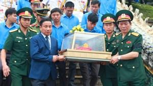 Hà Tĩnh: An táng 12 hài cốt liệt sĩ hy sinh trên đất Lào