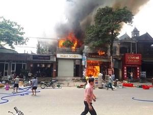 Hà Tĩnh: Cháy lớn gần trung tâm thương mại Tây Sơn