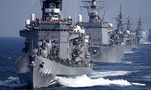 Hai chiến hạm tối tân Nhật Bản cập cảng Cam Ranh
