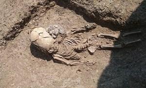 Khai quật hài cốt của bé trai có hộp sọ kỳ lạ 2.000 năm