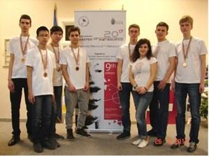 Hai học sinh người Việt giành huy chương Toán quốc tế cho Ukraine