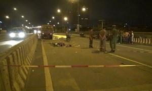 Hai người chết thảm sau cú tông vào xe quét đường trong đêm