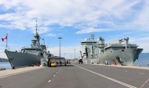 Hai tàu Hải quân Hoàng gia Canada cập cảng quốc tế Cam Ranh