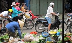 Hàng kém chất lượng ùn ùn về chợ