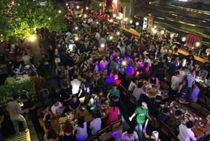Hàng loạt beer club ở Sài Gòn có tiếp viên nhảy khiêu dâm
