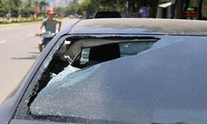 Hàng loạt vụ đập phá ô tô trong đêm pháo hoa