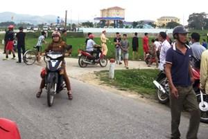 Hàng trăm cảnh sát vây nhóm đối tượng ôm súng cố thủ trong cống