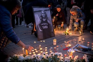 Hàng trăm người tưởng niệm nữ nhà báo Bulgaria bị sát hại