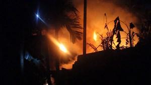 Hàng xóm cứu cụ già 80 tuổi trong căn nhà bị cháy ở Đồng Nai