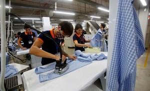 Hàng xuất khẩu vào Mỹ tăng vọt, Việt Nam có thể 'soán ngôi' nhiều nước lớn
