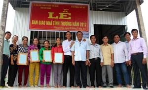 Hậu Giang trao tặng 4 căn nhà Đại Đoàn Kết