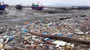 Hậu Lộc - Thanh Hóa: Các xã ven biển ngập trong rác thải