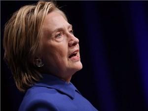 Hillary Clinton: 'Có những lúc tôi chỉ muốn cuộn mình và đọc sách…'
