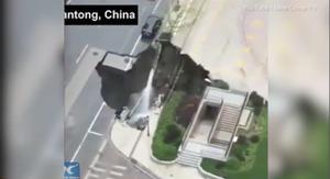 Hố tử thần xuất hiện trên đường phố Trung Quốc