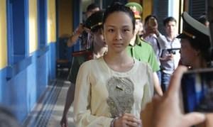 Hoa hậu Phương Nga thực hiện quyền im lặng tại tòa
