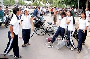 Học sinh đánh nhau… đau lòng xã hội