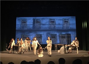 Học sinh làm nhạc kịch