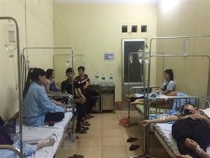 Hơn 100 người phải nhập viện cấp cứu sau khi đi ăn cỗ cưới