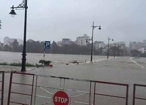 Huế: Mưa lớn gây ngập nặng trên diện rộng, 1 người chết
