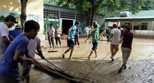 Huy động lực lượng, tích cực giúp đỡ người dân vùng thiên tai