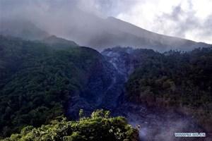 Indonesia sơ tán người dân sống gần núi lửa Karangetang