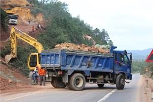 Khắc phục sạt lở quốc lộ 1A đoạn qua đường tránh Huế
