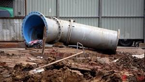 Khắc phục sự cố vỡ đường dẫn nước trên QL1A