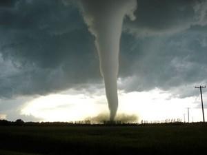 Khẩn trương khắc phục hậu quả vụ lốc xoáy