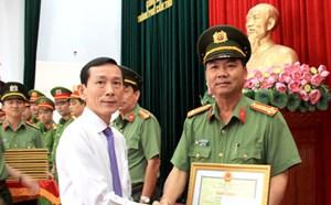 Khen thưởng Công an phá vụ 'trộm các tiệm vàng miền Tây'