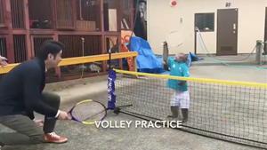 Khỉ chơi tennis gây sốt mạng xã hội