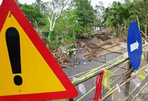 Khô hạn gây sụp đất kinh hoàng ở Cà Mau