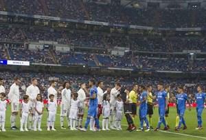 Không Ronaldo, sân nhà Real 'vắng như chùa bà Đanh'