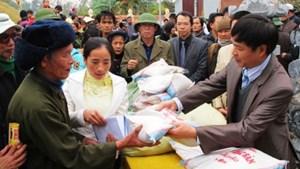 Kiều bào hướng về quê hương giúp đỡ hộ nghèo