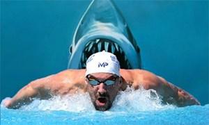 'Kình ngư' Michael Phelps bơi thi cùng... cá mập