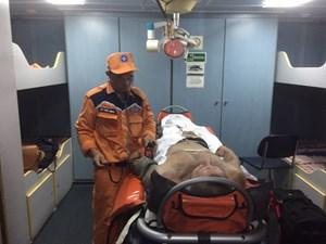 Kịp thời cứu thuyền viên nước ngoài bị thương nặng trên biển