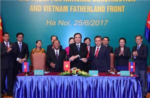Ký kết chương trình hợp tác giữa Mặt trận 3 nước Campuchia - Lào - Việt Nam giai đoạn 2017-2020
