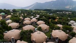Kỳ lạ ngôi làng 'bong bóng'