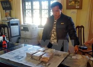Lai Châu: Bắt vụ vận chuyển trái phép 10 bánh heroin