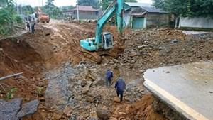 Lai Châu di dời dân khẩn cấp do xuất hiện hố cáttơ 600 m2