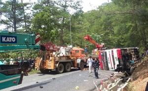 Hai xe khách tông nhau trên đèo, ít nhất 8 người tử vong