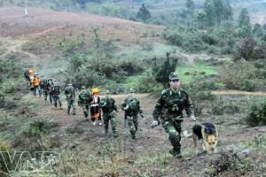 Lạng Sơn: Bộ đội biên phòng giúp học sinh đến trường