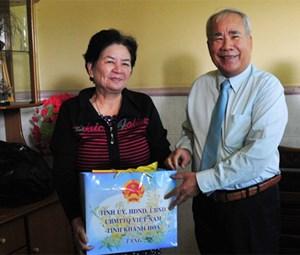 Lãnh đạo tỉnh Khánh Hòa thăm, chúc Tết các gia đình chính sách tiêu biểu