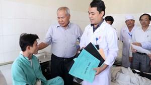 Lãnh đạo tỉnh Khánh Hòa thăm hỏi nạn nhân vụ xe khách lao vào nhà dân