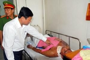 Lãnh đạo TP HCM thăm hỏi các chiến sỹ phòng cháy bị thương