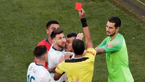 Argentina giành hạng 3 Copa America trong ngày Messi nhận thẻ đỏ